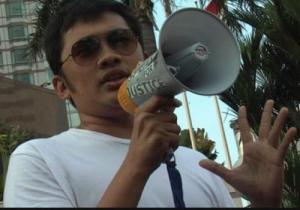 """Foto: Sutradara """"?"""" saat mendukung pembubaran FPI bersama aktivis LGBT di Hotel Indonesia"""